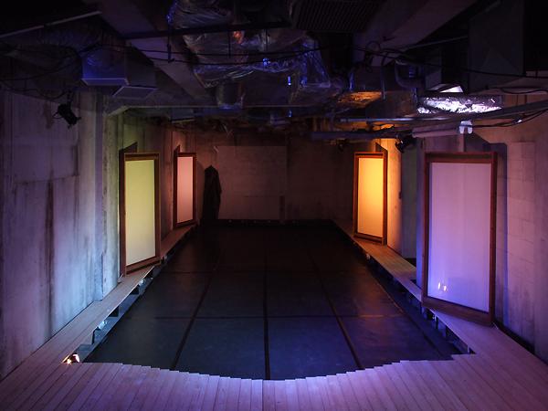 舞台空間となる地下室=AAPA提供