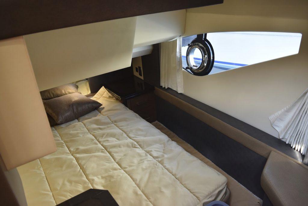 マークィーズ 500スポーツヨットのゲスト用ベッドルーム