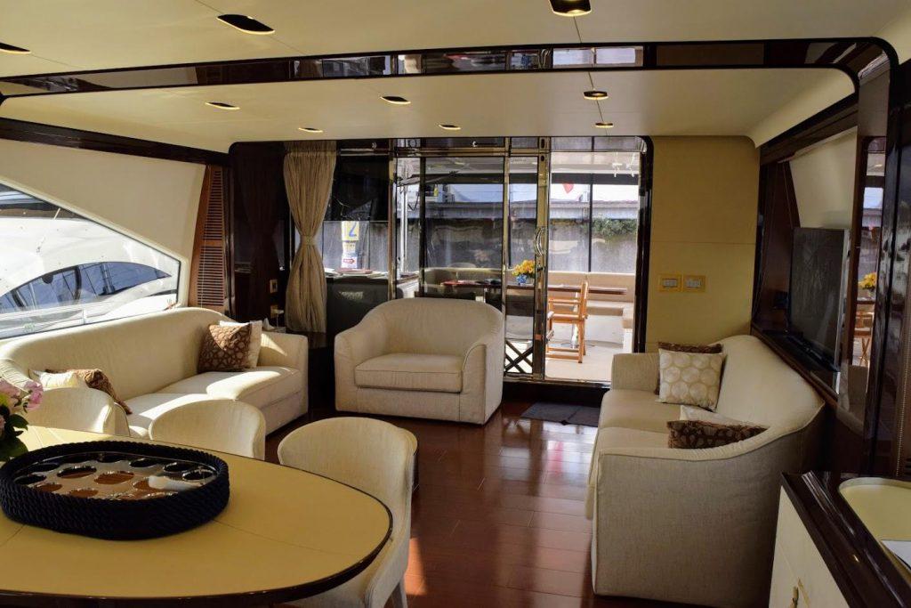AZIMUT Flybridge Collection 80feet Main Salon