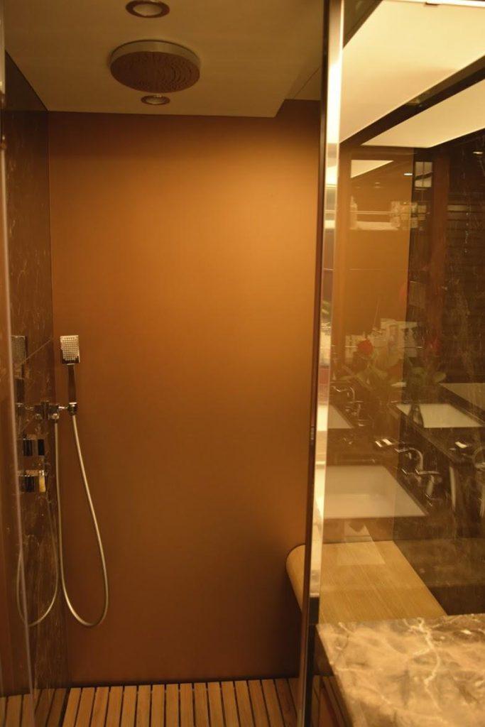 AZIMUT Flybridge Collection 80feet Shower room.