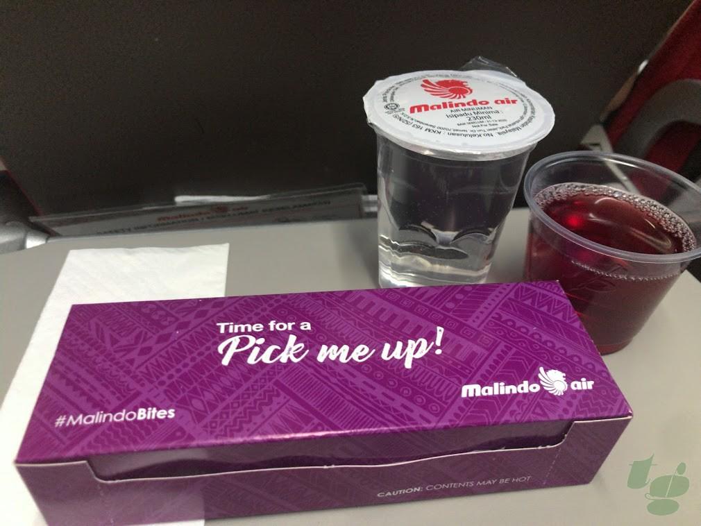 マリンドエアーの機内食。1−3時間のフライトで提供されるホットスナック