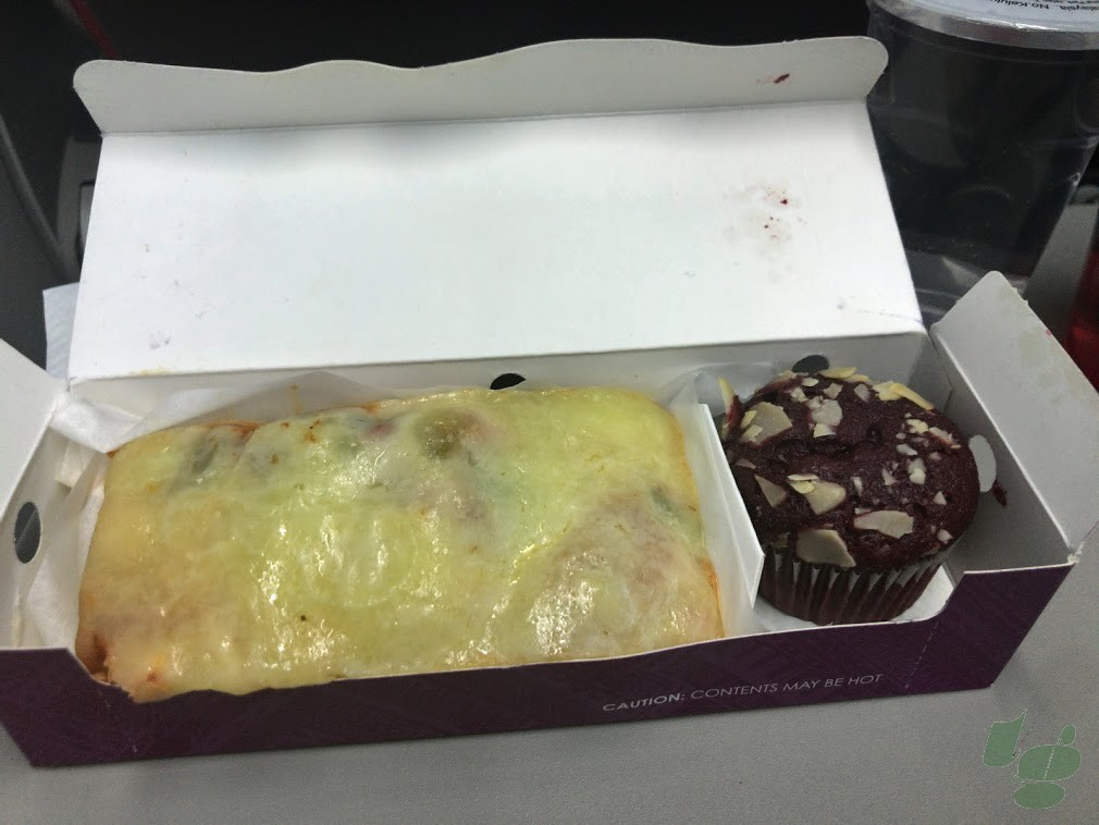 ピザトーストとカップケーキ