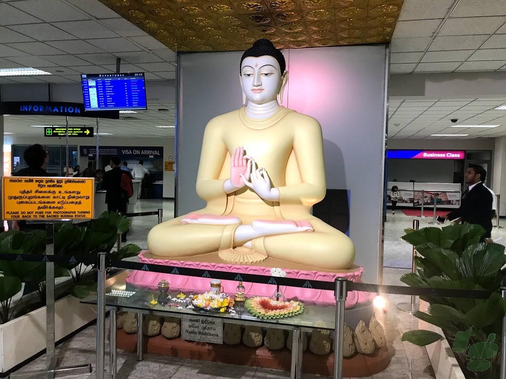 バンダラナイケ国際空港のインスタ映えスポット「仏像」