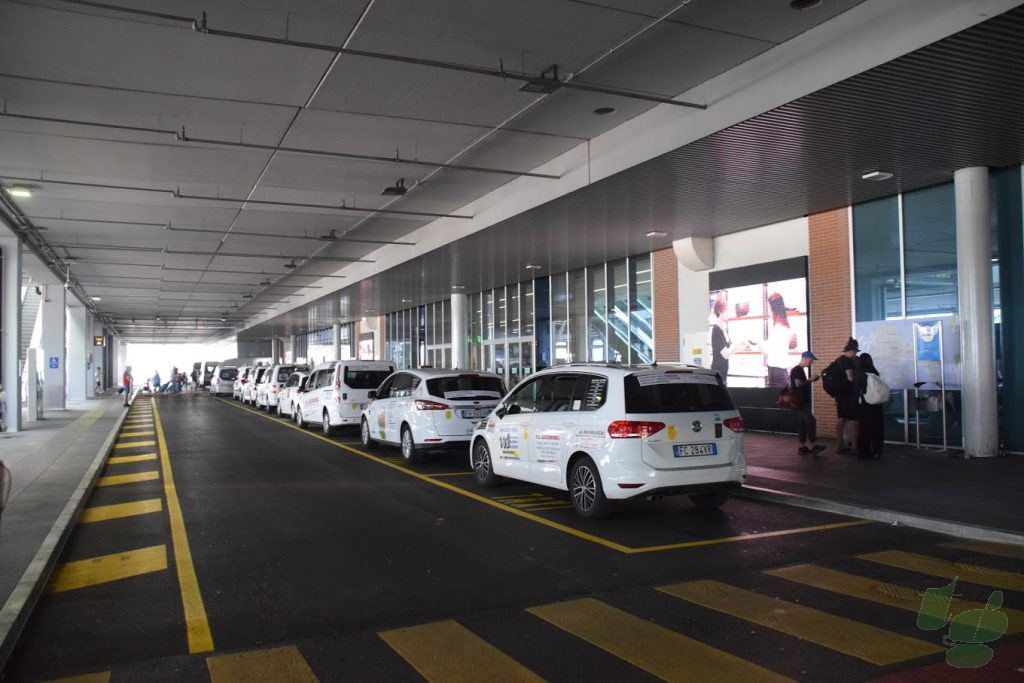 マルコポーロ空港ターミナル
