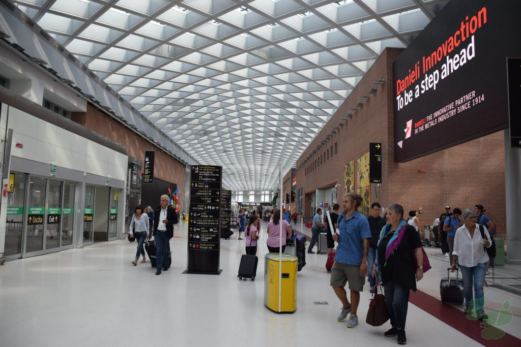 マルコポーロ空港ターミナル 2Fロビー