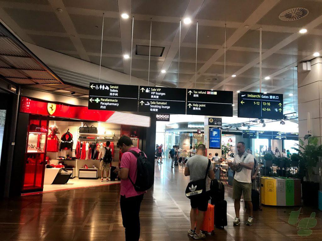 ヴェネチア マルコポーロ空港 2F出発フロア