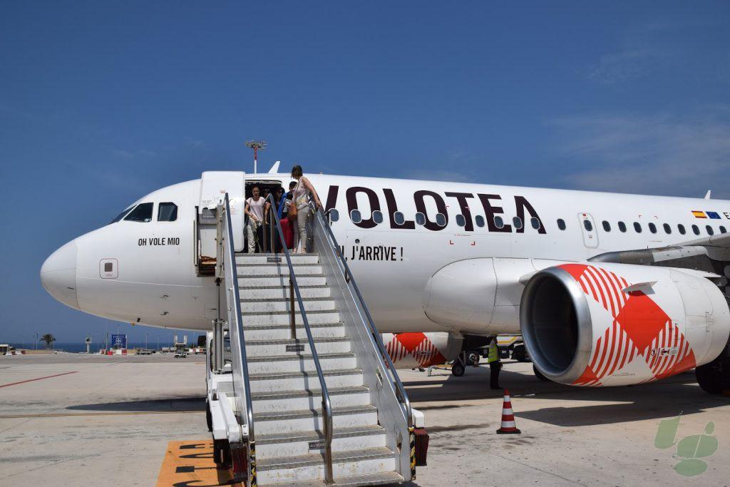 パレルモ ファルコーネ・ボルセリーノ空港に到着したボロテア航空V7 1220便