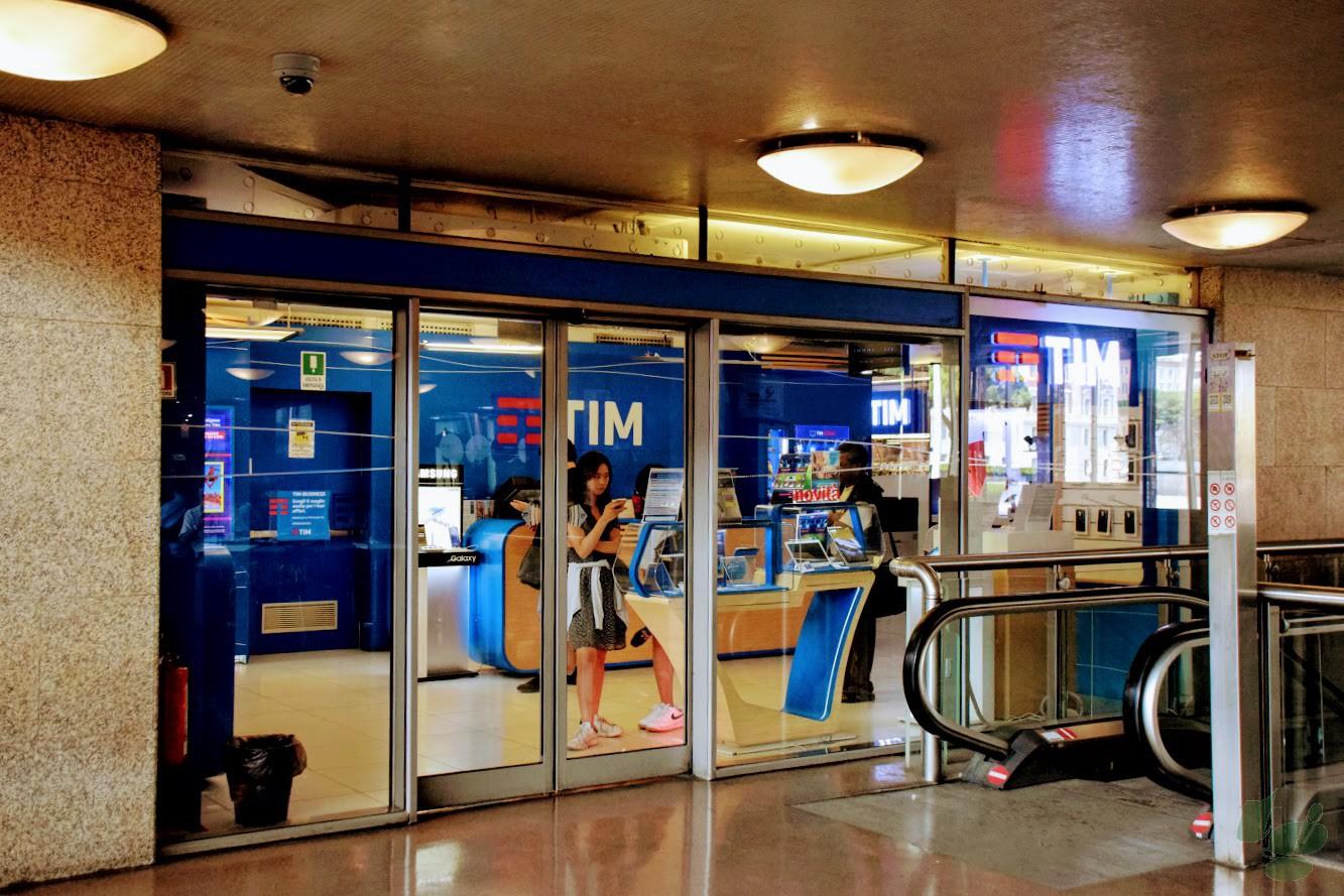 ローマ・テルミニ駅のTIMショップ